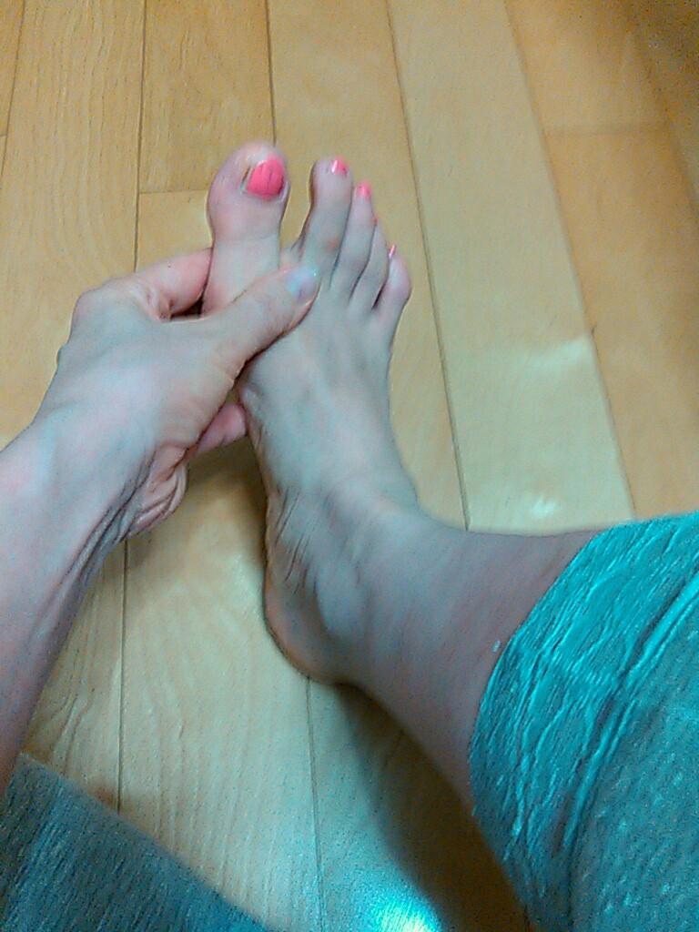 足指をほぐすとき1
