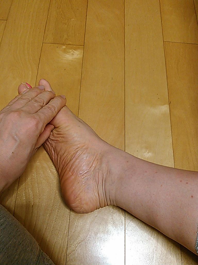 足指をほぐすとき 2